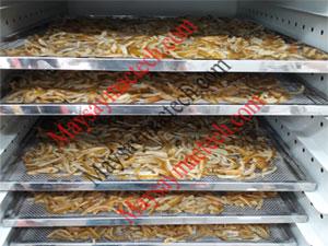 Sấy khô mứt vỏ cam, công đoạn sấy khô cho chất lượng mứt tốt hơn