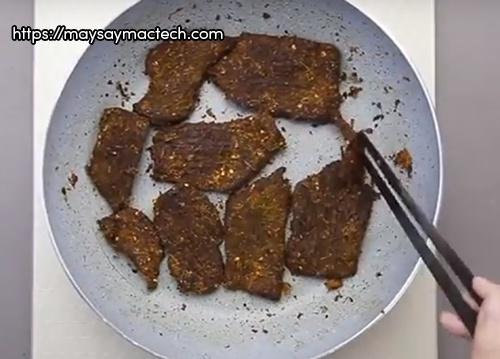 Đun khô thịt bò bằng chảo chống dính